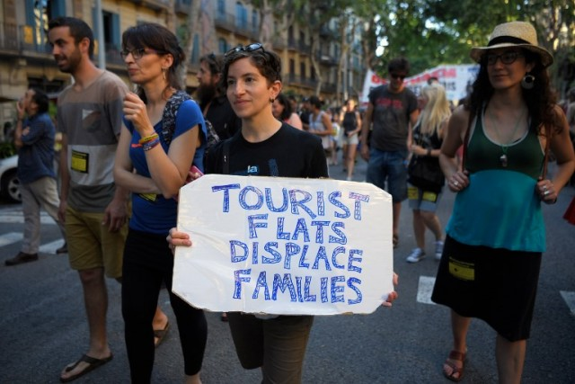 Tourist flats displace families - Tourist flats displace families